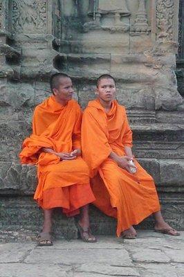 monks_in_Angkor.jpg