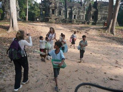 street_kids_cambodia.jpg