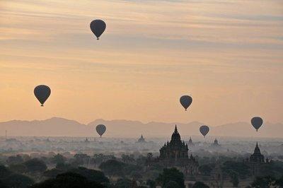 Balloon Rise Bagan