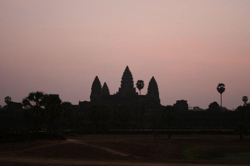 large_Angkor_Watt_sunrise_1.jpg