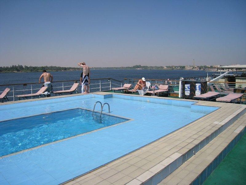 large_Boat_Pool__1280x768_.jpg