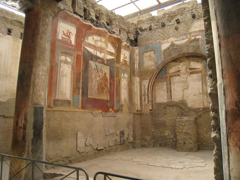 large_Herculaneu..80x768_3.jpg
