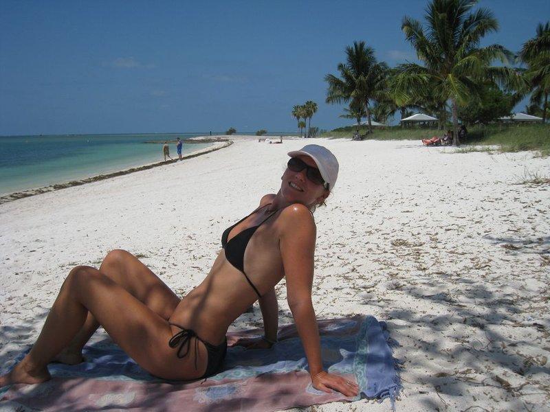 K at beach [1280x768]