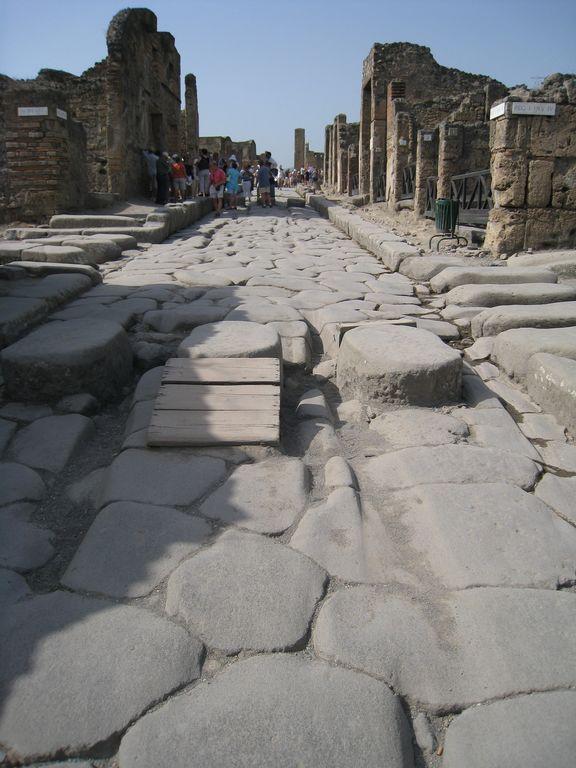 large_Pompei_Str..80x768_4.jpg