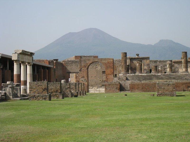 large_Pompei_wit..80x768_.jpg