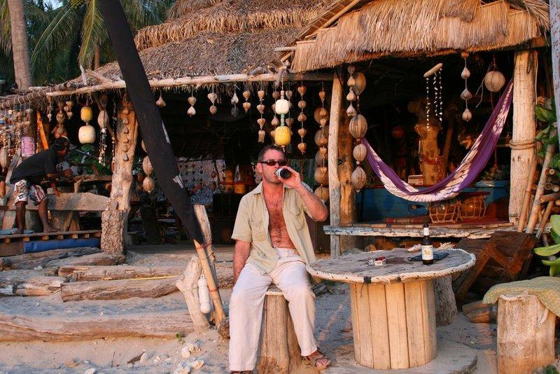 large_R_beach_bar_koh_lanta.jpg