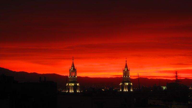 Der Himmel in Flammen ueber Arequipa