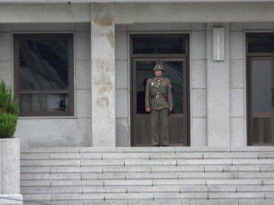Panmunjom_..Soldier.jpg
