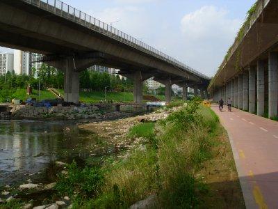 Seoul_Stream.jpg