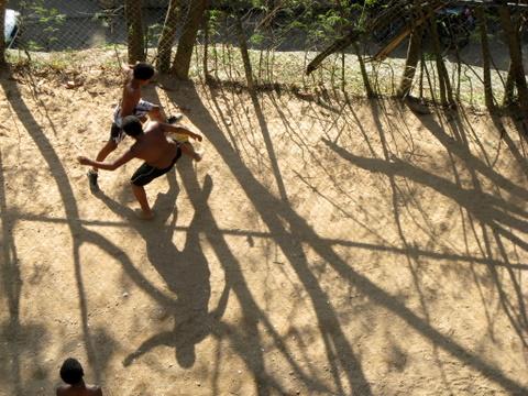 Voetballende favelakids in Rocinha