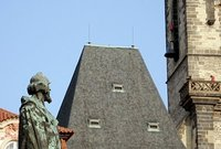 Jan Hus watches the delivery of a bell
