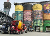 Well-dressed cement silos