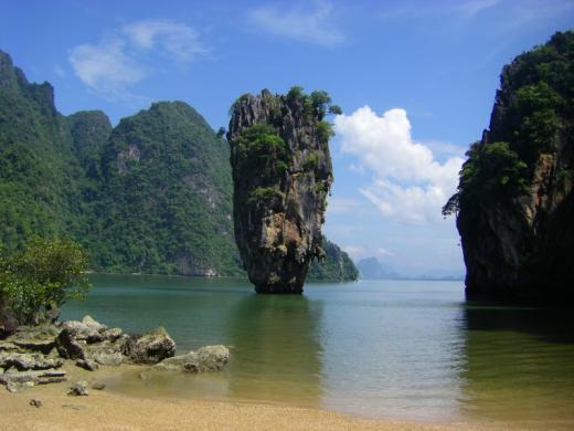 007 Licensed to Tour Phan Nga Bay