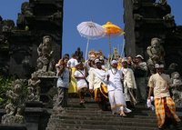 Hindu procession at Pura Besakih