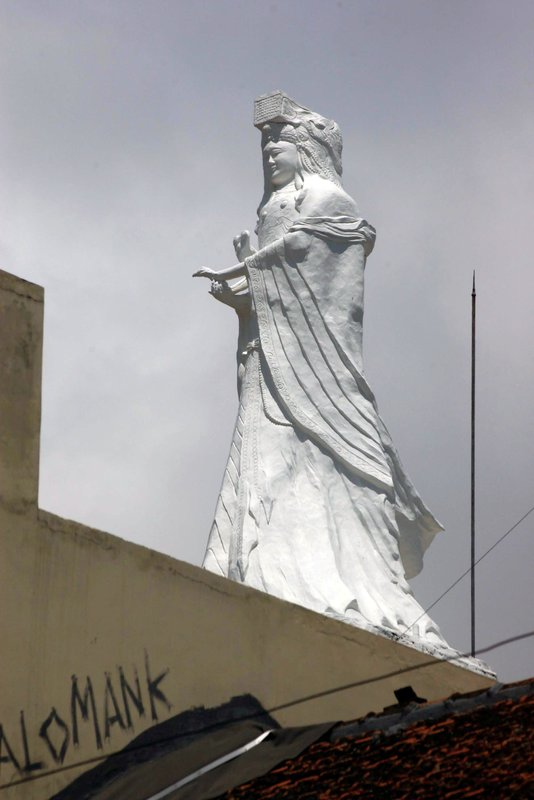 Grand statue on roof