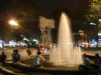 Hanoi_fountain.jpg