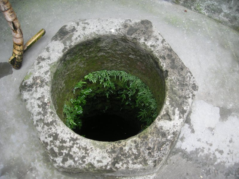 Stone well in Longmen