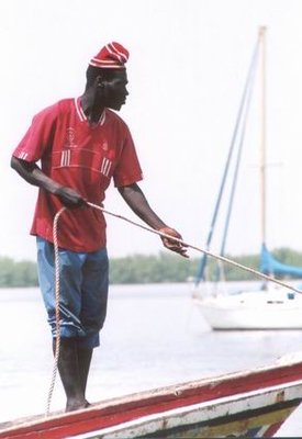 Pulling in the fishermans boat in Cassamance