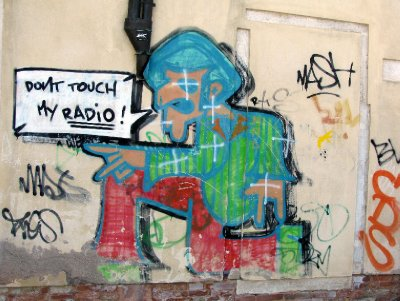 Venice grafitti - boy & slogan