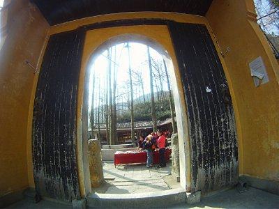 10-Behinddoor