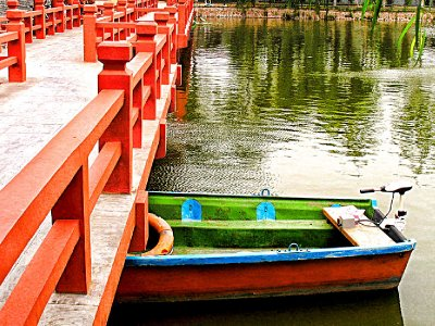 Lets take a boat on the Dragon Pavilion Lake