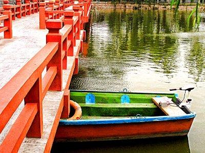 Lets take a boat on the Dragon Pavilion Lake