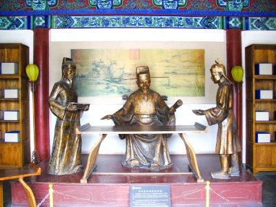 Statue of Bao Qing Tian