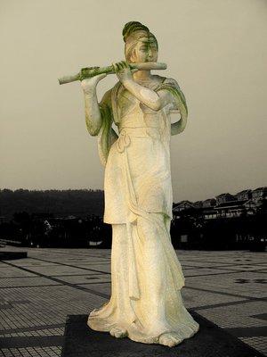 Statue09.jpg