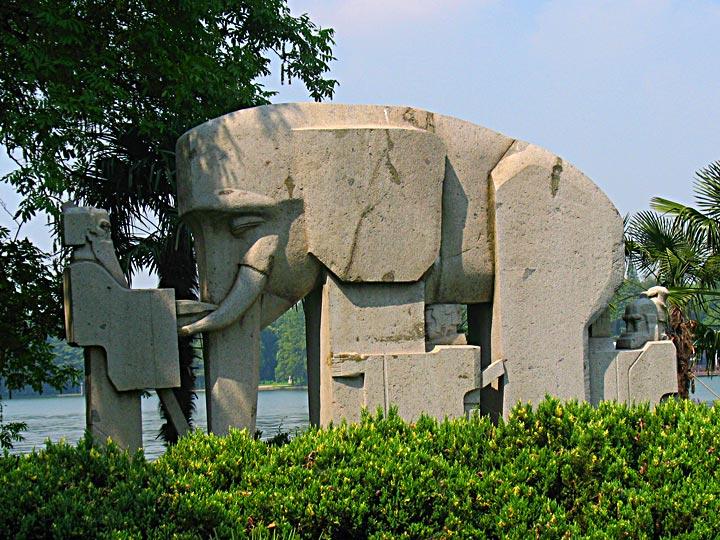WEL Elephant Carving