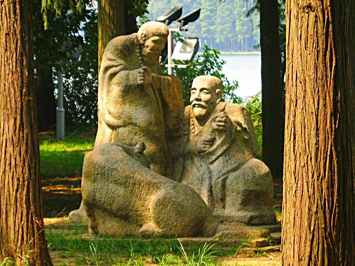 WEL Statue 2