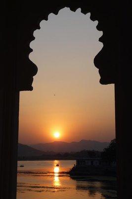 India_-_Ud..he_lake.jpg