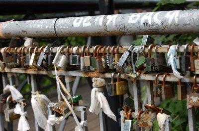 2009 643 Locks on Bridge Small