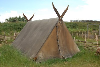 3small29_Viking_tent1.jpg