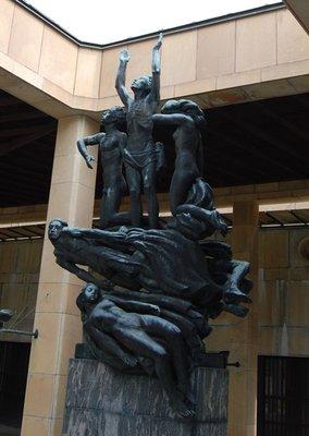 4small31_C.._statue.jpg