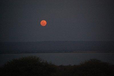 Africa_Sma..er_lake.jpg