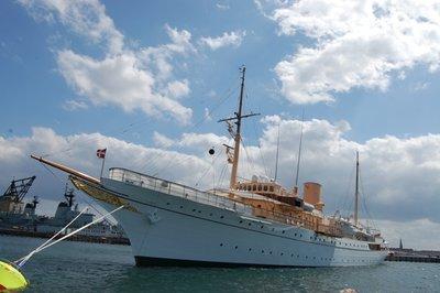 Small_Royal_Yacht.jpg