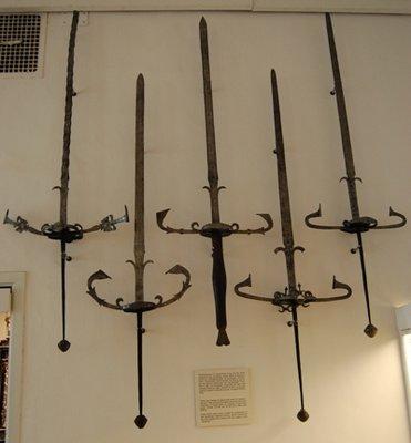 Small_swords.jpg