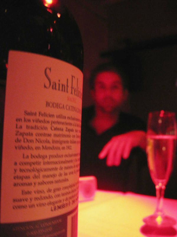 BA-Gur with bottle of wine