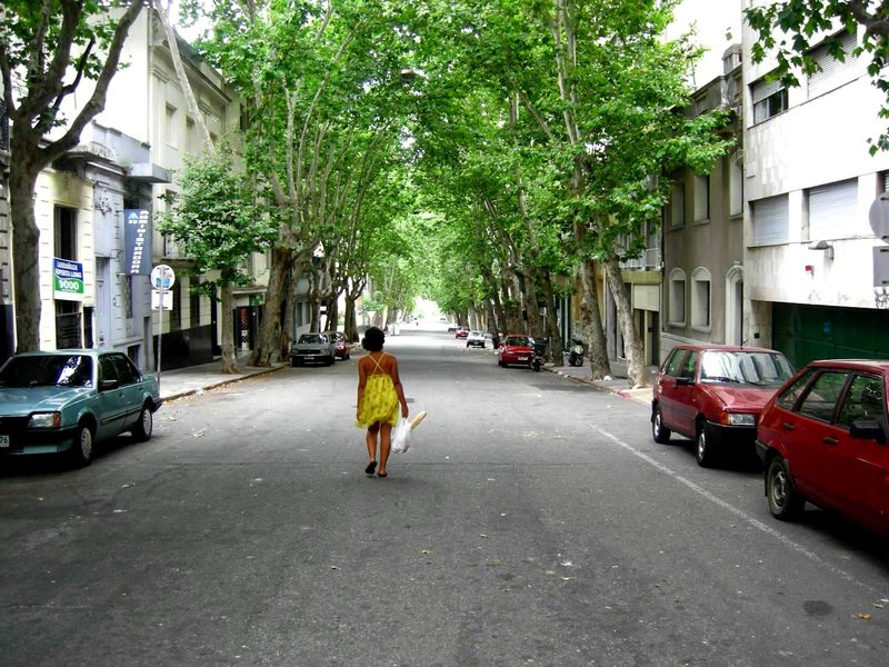 Montevideo: marisa in the middle of the street