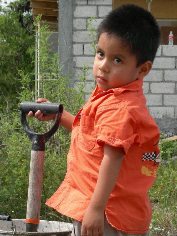 Tashirat construction: ale and shovel