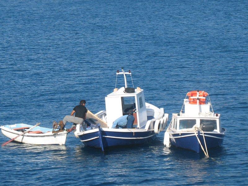 boatmen in santorini