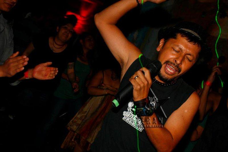 DJ Gadjio singing