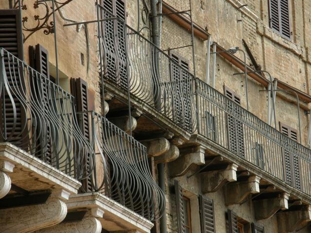 Balconies, Siena