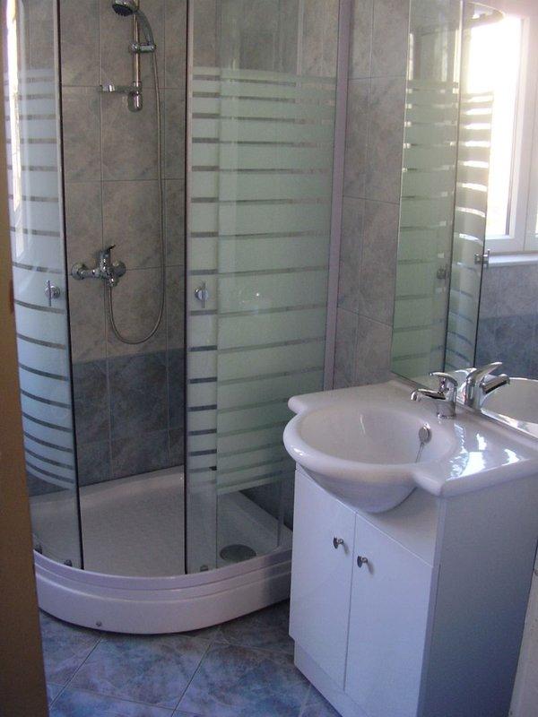 clean, modern bathrooms