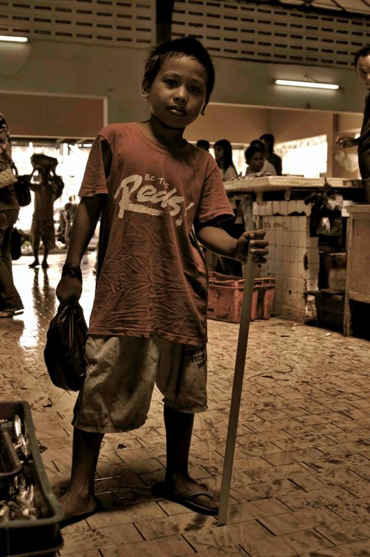 kid in the market