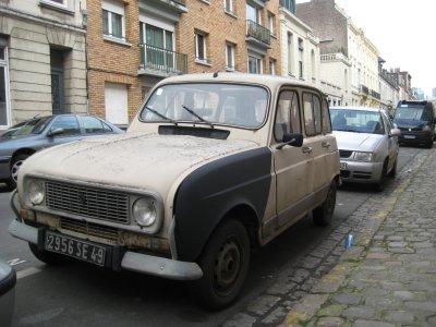 A009_Old_Renault.jpg