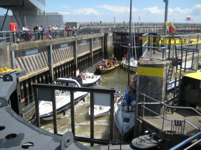 A086_Boats_in_Lock.jpg