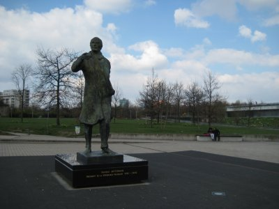 A203_Place.._Statue.jpg