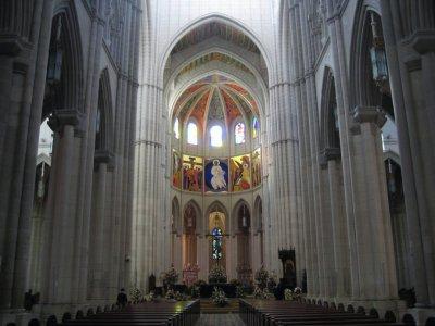 Altar_at_C..lmudena.jpg