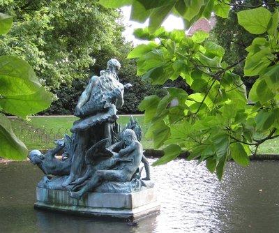 Astridpark_Statues.jpg